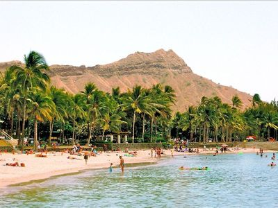 Lovely Kuhio Beach with its gorgeous view of Diamond Head-- just 2 blocks away!