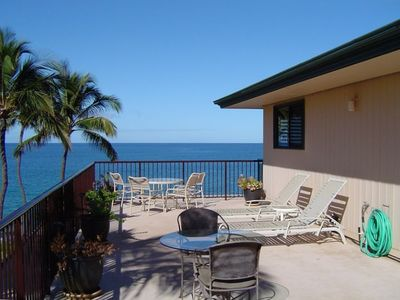 Plenty of room for sunset dinning or roof-top sunbathing on the side lanai