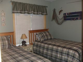 Paw Paw cottage photo - bedroom 2, two twin beds - water view