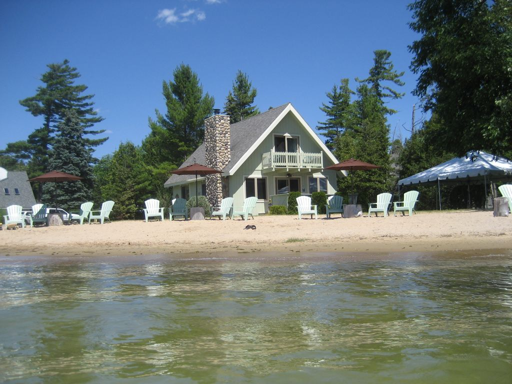 Awesome lakefront beach vacation rental vrbo for Lake front properties