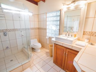 Manuel Antonio house photo - Another Fully remodeled bathroom!