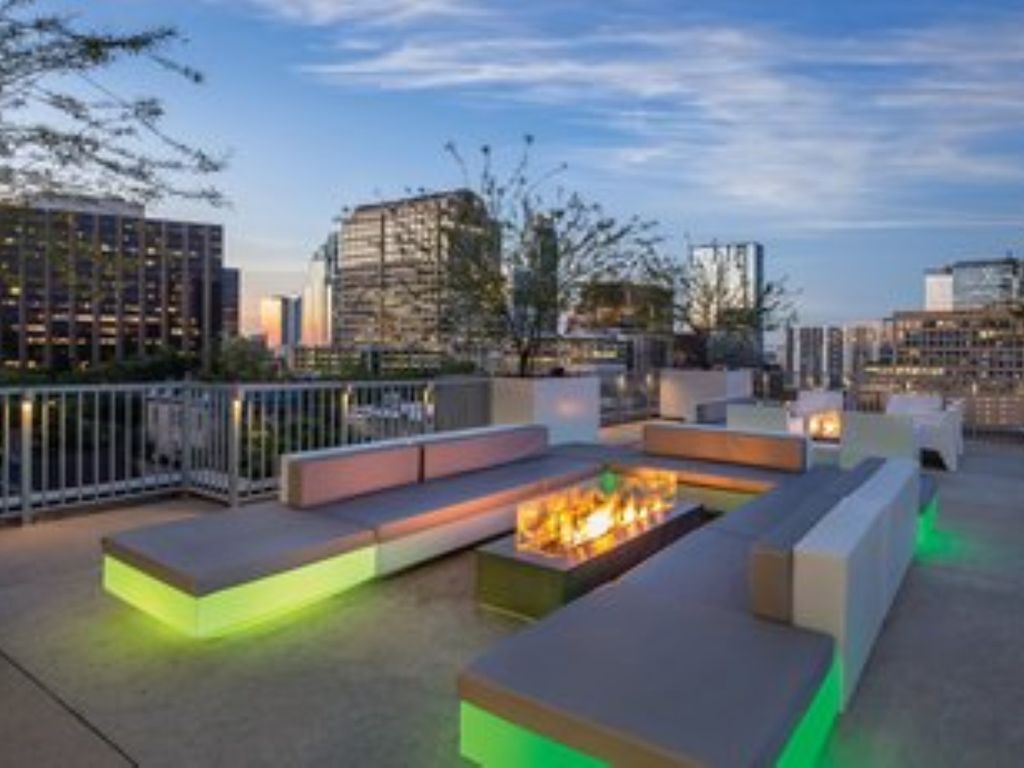 Stay in a luxury highrise apartment, Wyndham Austin, near the Capitol