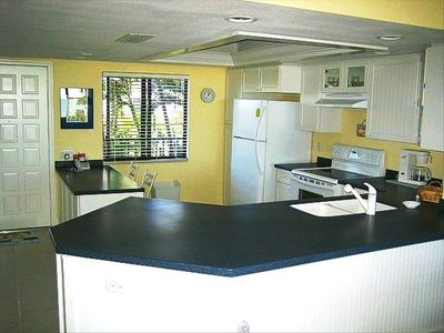Open, Remodeled & Fully-Equiped Kitchen.