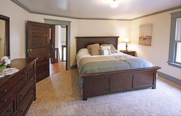 Master Bedroom King Bed Full bath adjoining