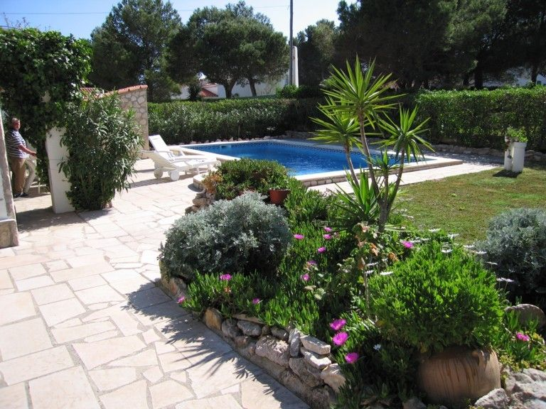 Successful house 1km from the romantic coves fall very low prices