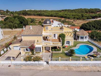 Magnificent villa with private pool near the beaches and golf courses