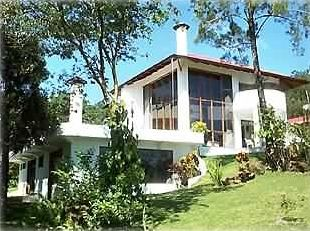 Spacious Tri-level 4 BR, sleeps 2-12, views of Lake, Rain Forest from every room