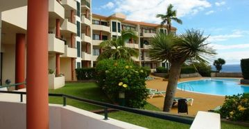 Funchal apartment rental - Pool with sun loungers in private gardens