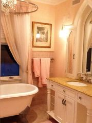 Princessa Ensuite Bathroom - Rowayton house vacation rental photo