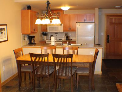 A full kitchen that is well equipped for dining in.