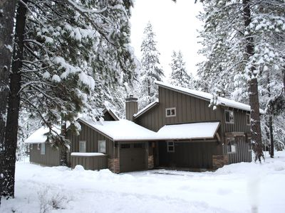 CHRISTMAS Ski Vacation in Lovely home w/2 masters, wifi, hot tub, SHARC passes