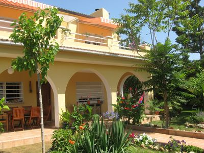 Holiday house in Calafell near Barcelona with large furnished garden.