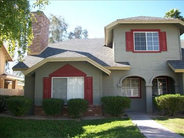 Tempe townhome rental - This very cute and nice 2 Br 2 Ba home has 1 bedroom downstairs and lg master up