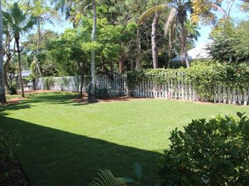VIEW OF THE LARGE BACK YARD. MEET THE OTHER GUESTS AT COQUINA COTTAGES.