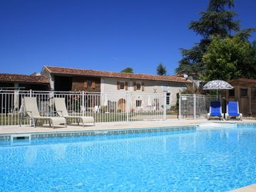 Saint-Jean-d'Angely area cottage rental - Enjoy the sparkling pool