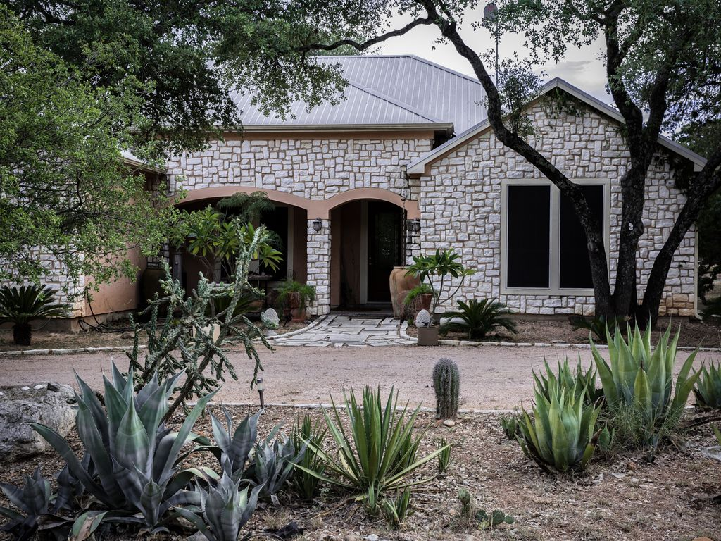 Artists Retreat in the Texas Hill Country