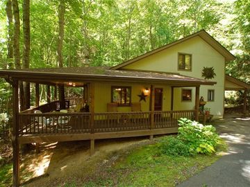 Maggie Valley cabin rental - Front view of Creek 'n Woods I