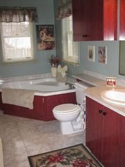 Mont Tremblant townhome photo - 3 bedroom townhouse 3rd floor bathroom with shower and jetted tub