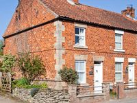 HOLLY COTTAGE, family friendly, with a garden in Pickering, Ref 16231