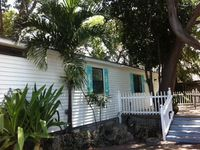 Cute Two Bdrm Cottage with Beach and Dockage!
