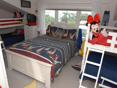 #2 Beach House Third Bedroom Queen Bed, 2 sets of bunkbeds, 3 TV's w/X-box, etc