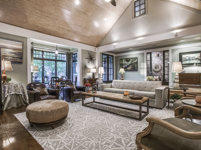 Historic Arts District Downtown Plano Perfect for Corporate or Family Retreats