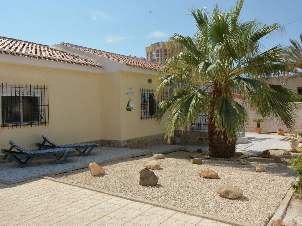 Spanish holiday home with large veranda and private pool in the centre of Torrevieja
