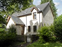 GROOMS COTTAGE, pet friendly, with a garden in Chirnside, Ref 4278
