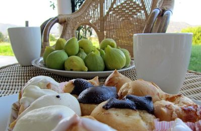 Figs and cakes on the balcony
