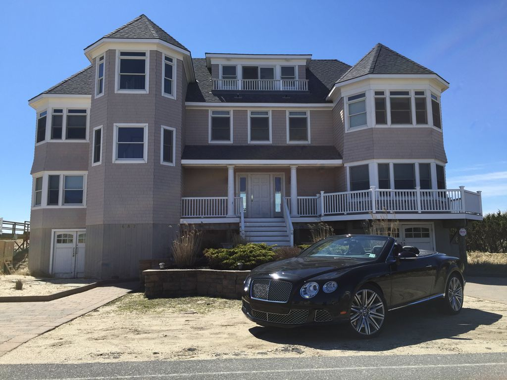 Image gallery hamptons beachfront homes for Hamptons beach house for sale