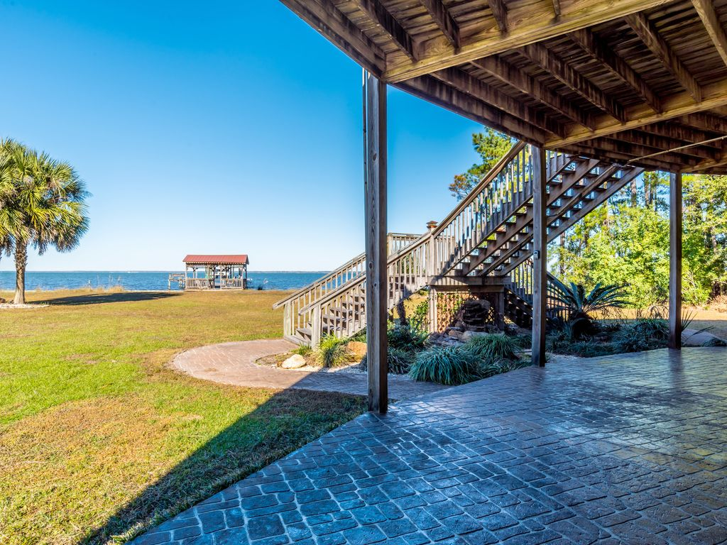 Beautiful home on mobile bay with private vrbo for Mobile alabama fishing report