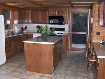 Fully-equipped kitchen with island and and pantry