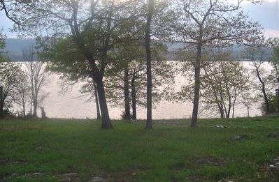 Enjoy the beauty and tranquility of Tablerock lake