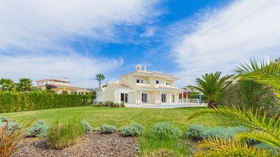 Stunning 6 bedroom Villa, private pool, Free SKY TV & WIFI, near beach & golf