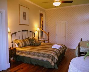 Kiawah Island villa photo - The lower master on the east side. King bed and day bed. Private bathroom.