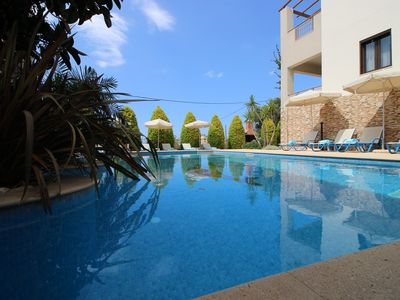 Villas with sea views, close to the beach, private heated pool, sauna, BBQ, table tennis
