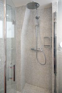 4th Arrondissement Pompidou Le Marais studio rental - The large shower has glass mosaic tiles