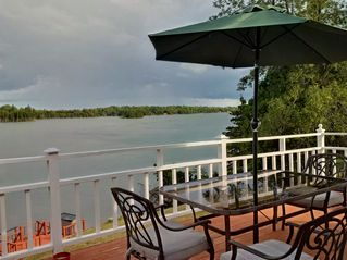 Beautiful Bright And Spacious 3 Bedroom Waterfront Home