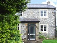 1 SPRING BANK COTTAGE, family friendly in Buxton, Ref 13935