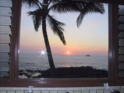 Kailua Kona house rental - You will fight over who does the dishes with this kitchen-window view!