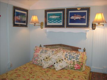 2nd Cottage Queen Bedroom