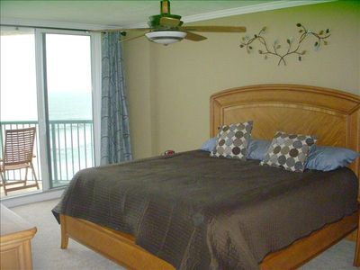 Master Bedroom - Direct ocean view - Step onto the balcony and watch the sunrise