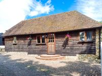 BOLTON BARN, pet friendly, with a garden in Lenham Heath, Ref 27285