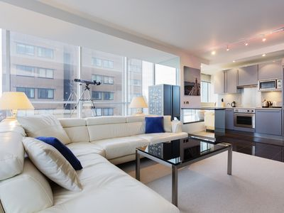 Sleek and modern 1 bed apartment, featured in James Bond's Spectre! (Veeve)