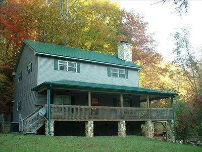 'Up the Creek' Cabin...luxury home, creek side just 3.9 miles from town