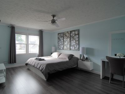 The D&R Guest House - Newly Renovated, Fully Furnished, 3 Bedroom House