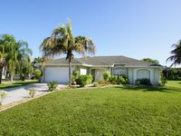 Summer Breeze - completely renovated villa in the south of Cape Coral
