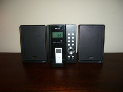 Stereo System with Ipod/Iphone docking station