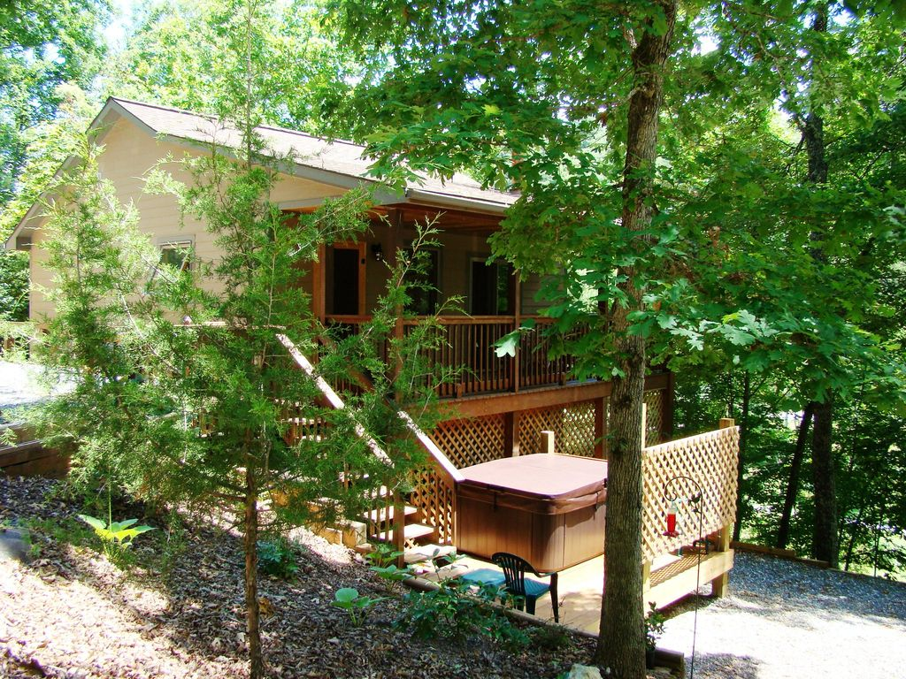 Cherokee vacation rental vrbo 654260 1 br smoky for Smoky mountain nc cabin rentals