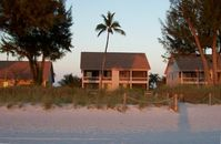 Fabulous South Seas Resort Beach Cottage Directly on the Beach